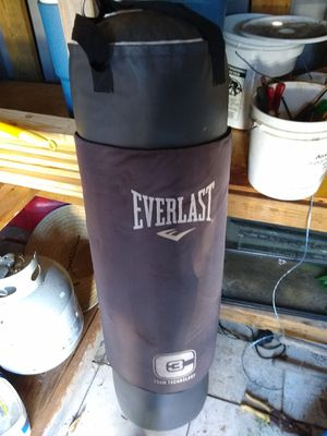 100lb Heavy bag and stand with boxing gloves for Sale in Miami, FL