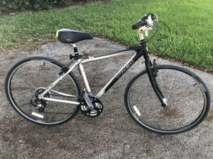 "700c (28"") TREK 7000 HYBRID Bike. 21 Speeds GREAT CONDITION ‼️ for Sale in Hialeah, FL"