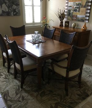 Tommy Bahama dining room set. Like new. for Sale in Fort Myers, FL