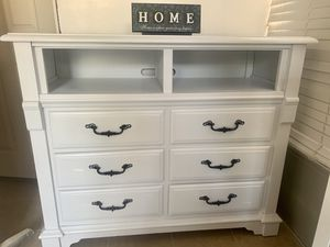 Tv stand cabinet for Sale in Moreno Valley, CA