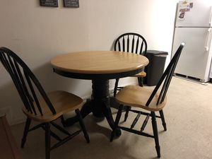 Round table for Sale in Philadelphia, PA