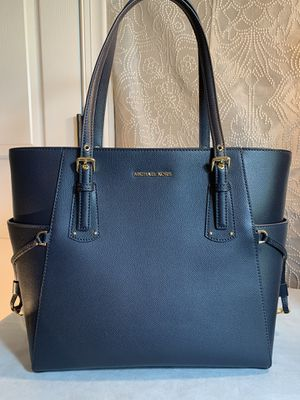 EUC authentic Michael Kors in navy Pebbled Saffiano leather for Sale in Stallings, NC