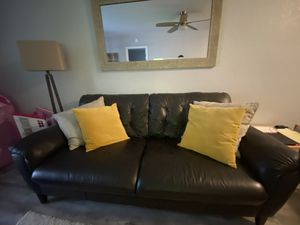 Macy's leather couch for Sale in Pembroke Pines, FL