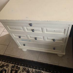 White Dresser 👍🏻 for Sale in Detroit, MI