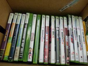 20 Xbox 360 games in case (mine craft) for Sale in Miami, FL