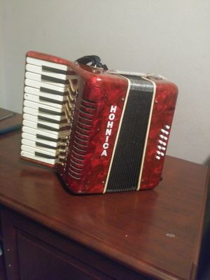 Acordeon usado pero en buen estado for Sale in Fort Worth, TX