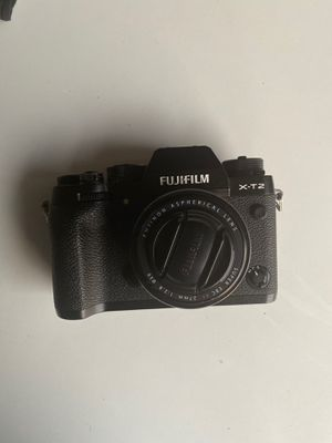 Fujifilm x-t2 setup with 27mm lens and flash!!! for Sale in Los Angeles, CA