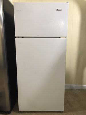 White Westinghouse refrigerator/freezer for Sale in Knoxville, TN