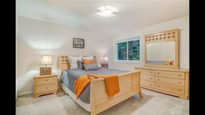 Queen size bedroom for Sale in Snohomish, WA