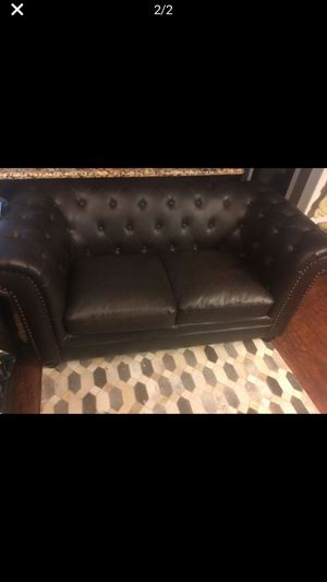 Tuffted brown sofa and loveseat for Sale in Stockton, CA