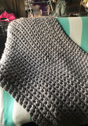 Hand knit chunky blanket throw for Sale in Orange, CA