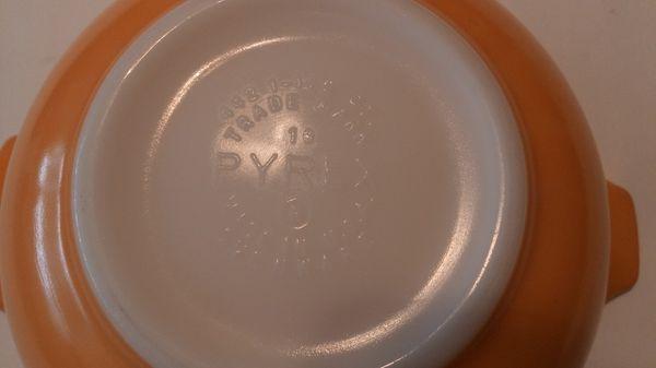 Friendship Pyrex 442 Cinderella casserole