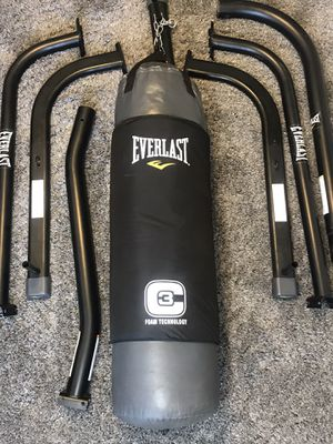 EVERLAST STAND AND EVERLAST PUNCHING BAG WITH 3-C FOAM TECHNOLOGY •WEIGHT HOLDER• for Sale in Las Vegas, NV
