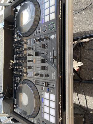 PIONEER DDJ-1000 REKORDBOX WITH CASE for Sale in Miami, FL