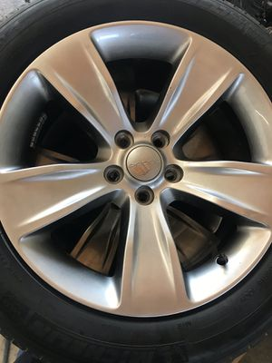 """Dodge Charger stock 18"""" Michelin for Sale in Dinuba, CA"""