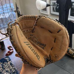Mizuno Prospect Series: GXC100 Youth Catcher's Mitt 32 inch for Sale in San Diego,  CA