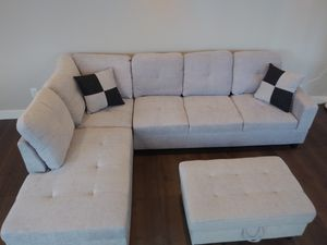 New Sectional with Storage Ottoman light grey for Sale in Puyallup, WA