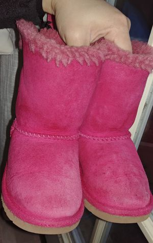 Toddler uggs boots size 9 for Sale in Manassas, VA