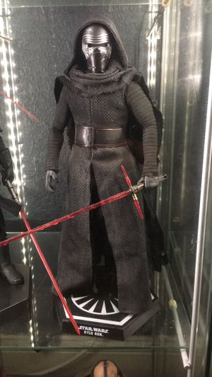 Hot toys kylo ren 1/6 sideshow collectibles figure for Sale in Riverside, CA