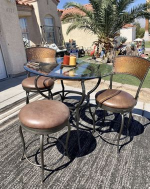 Beautiful bronze, glass and leather breakfast dining table and Barstools ( FREE DELIVERY) for Sale in North Las Vegas, NV
