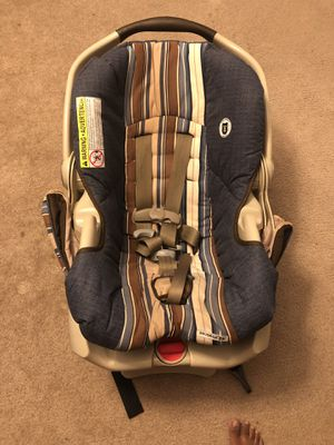 Graco car seat with base snugride 35 for Sale in Malden, MA