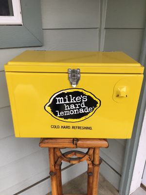 Mike's hard lemonade ice cooler for Sale in Everett, WA