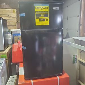 Magic chef 3.1 cu. ft. Mini Fridge in Black for Sale in Columbus, OH
