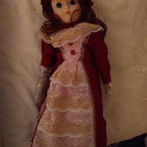 "15"" Vintage Porcelain Heritage Doll for Sale in Houston, TX"