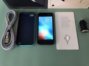 iPhone 5 - Att - BLACK- 16GB for Sale in Fresno, CA