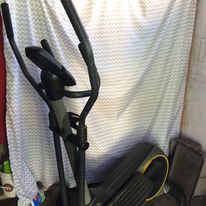 Elliptical Golds Gym brand for Sale in New Orleans, LA