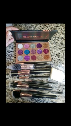 New glitter eyeshadow and brushes for Sale in Phoenix, AZ