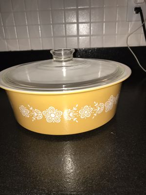 Rare vintage Pyrex 4 qt casserole no 664 for Sale in St. Louis, MO