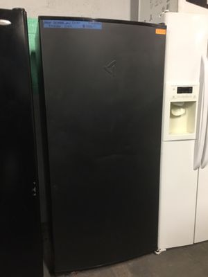 New scratch and dent whirlpool freezer less gladiator in excellent condition for Sale in Baltimore, MD