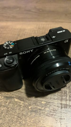 Sony a6000 Mirrorless Digital Camera with 16-50mmf/3.5-5.6 OSS Retractable Zoom Lens for Sale in Atlanta, GA