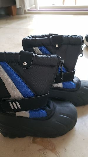 Kids snow boots size 7 for Sale in Chula Vista, CA