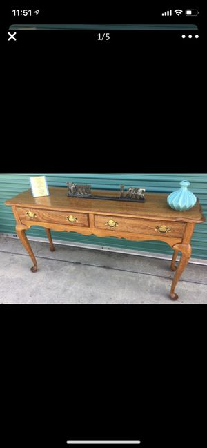 Antique style table for Sale in Colton, CA