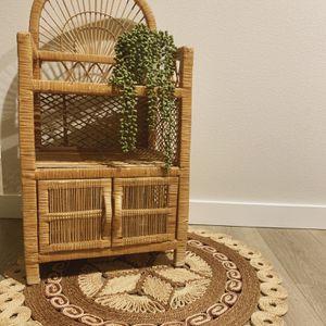 Wicker Shelf & Rug for Sale in Puyallup, WA
