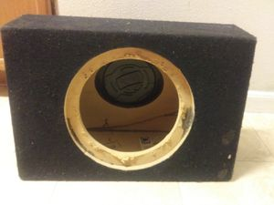 "10"" Q Logic car audio speaker box for Sale in Austin, TX"