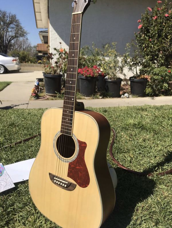 Acoustic Guitar (brand: orange wood)
