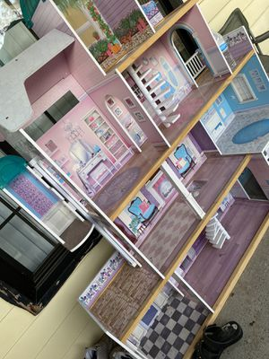 A doll house, in good condition! Only 10$ for Sale in Sacramento, CA