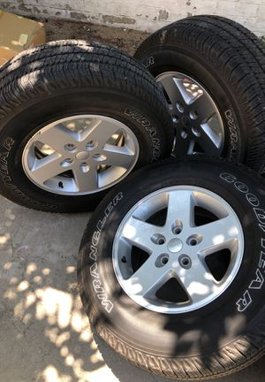 5 Jeep Wrangler wheels and tires for Sale in Atwater, CA
