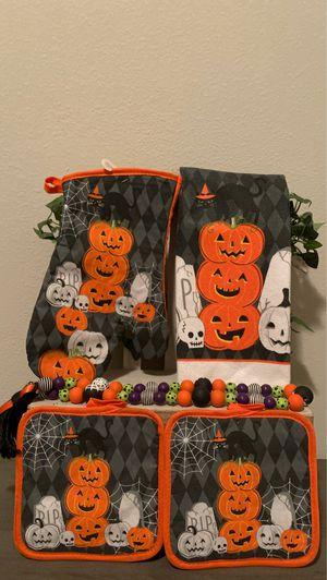 Halloween 4PC kitchen towel bundle set for Sale in Covington, LA