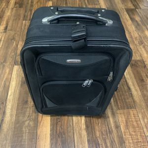Traveler's Club Carry On Luggage 21 1/2 Inch for Sale in Chula Vista, CA