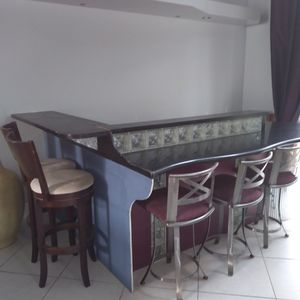 GRANITE TOP BAR COMPLETE WITH CABINTRY N 5 BAR STOOLS for Sale in Jupiter, FL