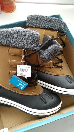Snow Boots for kids size 3 brand new for Sale in San Diego, CA