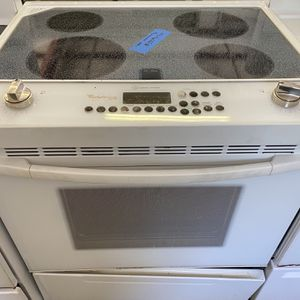 Whirlpool Electric Stove for Sale in San Antonio, TX