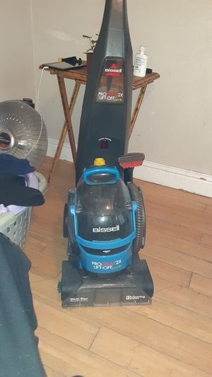 Bissell Pro HEat 2x Lift Off Pet for Sale in Merced, CA