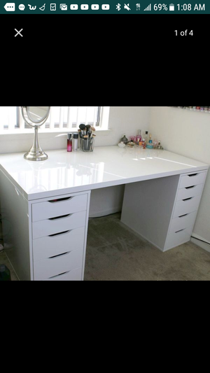 I'm looking for a makeup vanity desk like this for Sale in Las Vegas, NV