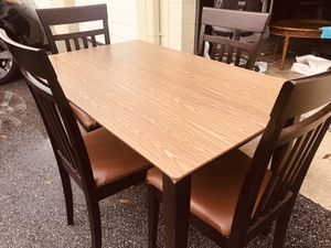 Kitchen table and 4 chairs for Sale in Winter Park, FL
