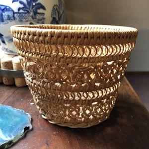 🌵 Vintage Woven Basket // Succulents & Basket Wall Decor for Sale in New Philadelphia, OH